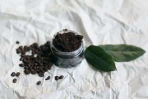 Homemade-coconut-coffee-body-scrub-6